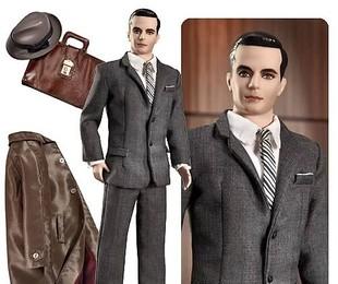 Don Draper e sua trupe ganharam versões à la Barbie. Vem até com o sobretudo e a pasta de couro | Reprodução da internet