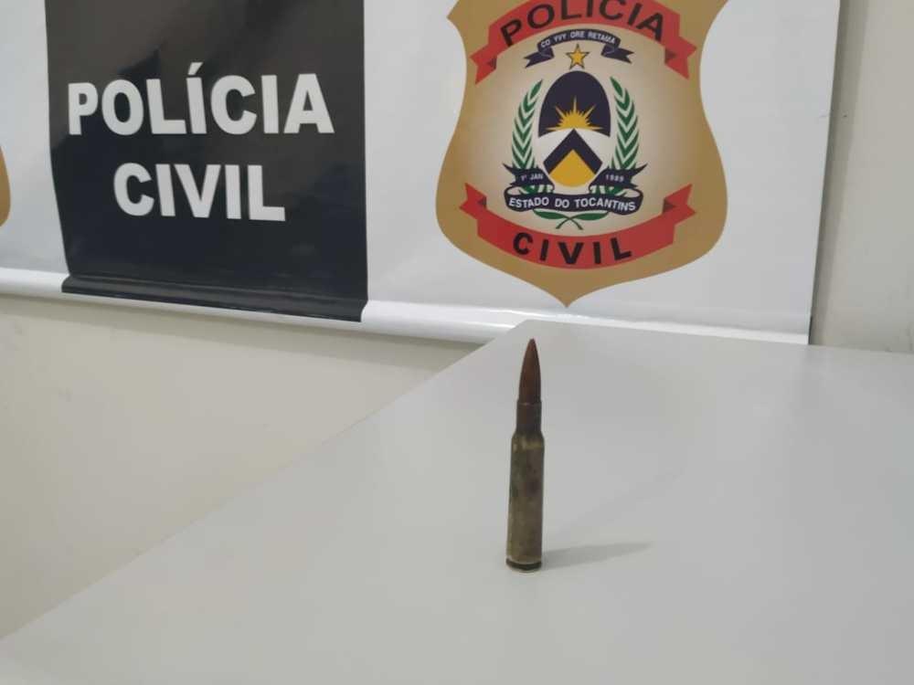 Jovem de 23 anos é presa ao ser flagrada com drogas e munição de fuzil dentro de casa - Notícias - Plantão Diário