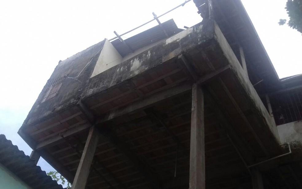 Chuva e vento forte causou desabamento de telhados no sul da Bahia (Foto: Defesa Civil/ Divulgação)