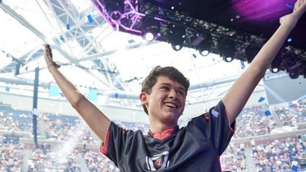 O primeiro e único vencedor da copa do mundo de Fortnite foi Kyle 'Bugha' Giersdorf, então com 16 anos — Foto: EPIC GAMES via BBC