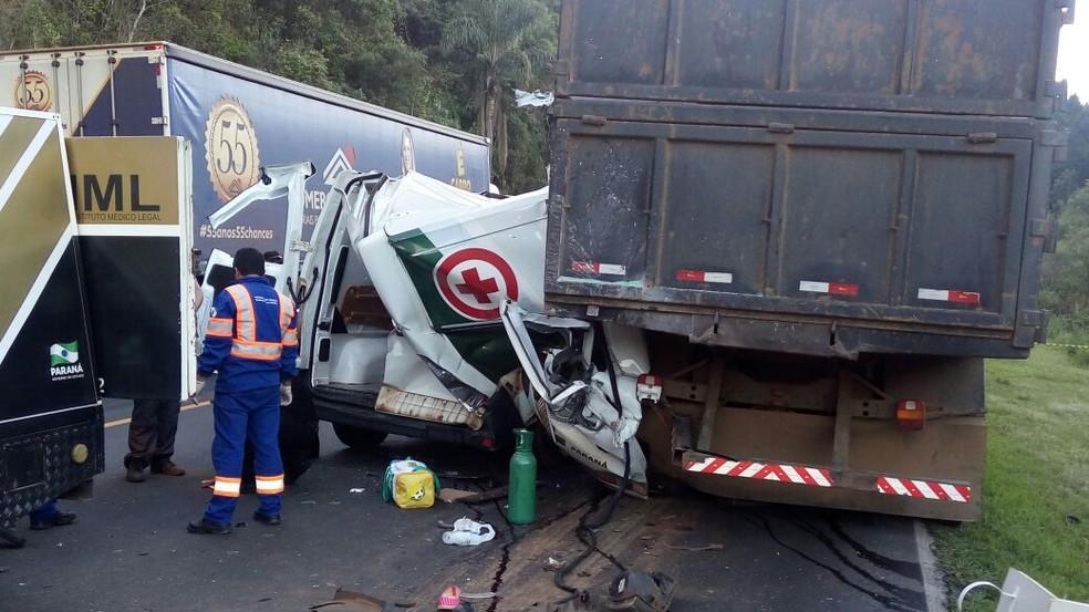 Três pessoas morreram na batida (Foto: Eduardo Andrade/RPC)