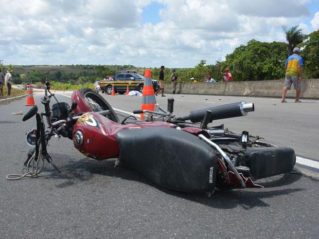 Resultado de imagem para Agricultor morre em acidente de motocicleta na BR-232, em Sanharó