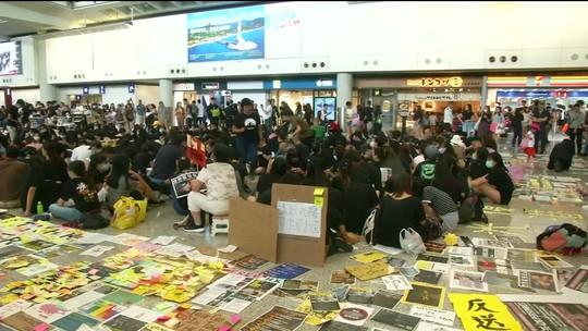 Em Hong Kong, policiais e manifestantes entram em confronto