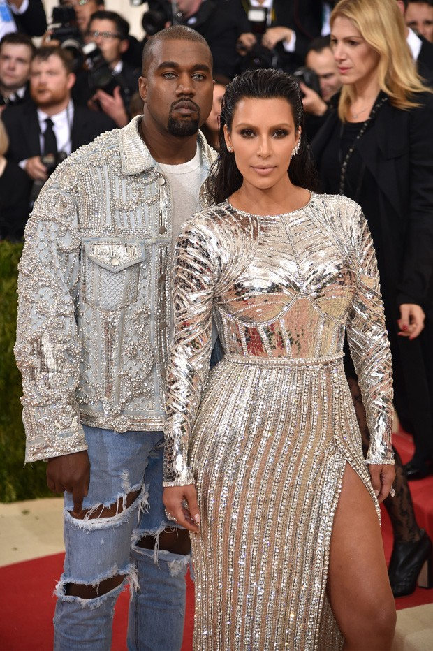 """NEW YORK, NY - MAY 02:  Kanye West and Kim Kardashian West attend the """"Manus x Machina: Fashion In An Age Of Technology"""" Costume Institute Gala at Metropolitan Museum of Art on May 2, 2016 in New York City.  (Photo by Dimitrios Kambouris/Getty Images) (Foto: Getty Images)"""