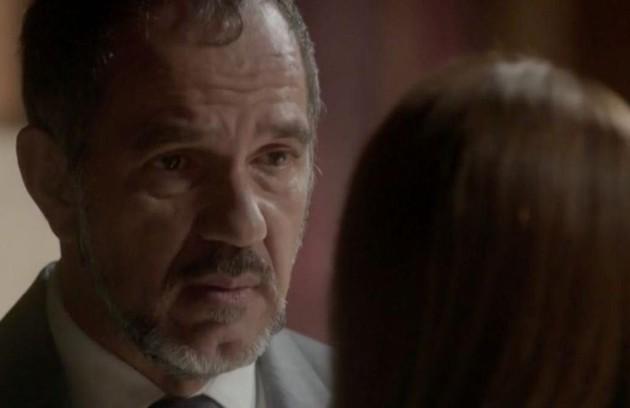 Na segunda (28), Germano (Humberto Martins) fica desnorteado com a notícia de que Lili (Vivianne Pasmanter) está grávida e com a possibilidade de o filho ser de Rafael (Daniel Rocha)   (Foto: TV Globo)