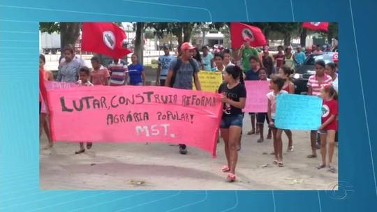 Trabalhadores do Movimento Sem Terra ocupam prefeituras do interior de Alagoas