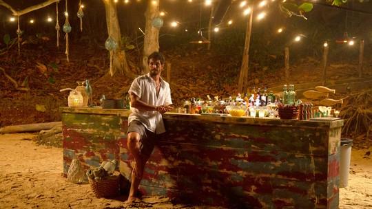 Romulo Estrela mostra o bar do mulherengo Marcos: 'Aqui ele pode ter os romances que quiser'