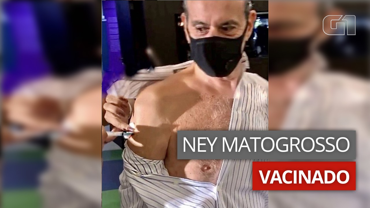 VÍDEO: Ney Matogrosso é vacinado contra a Covid-19 no Rio