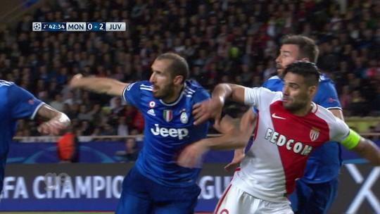 Buffon critica autores de pichações insultantes contra rival Torino