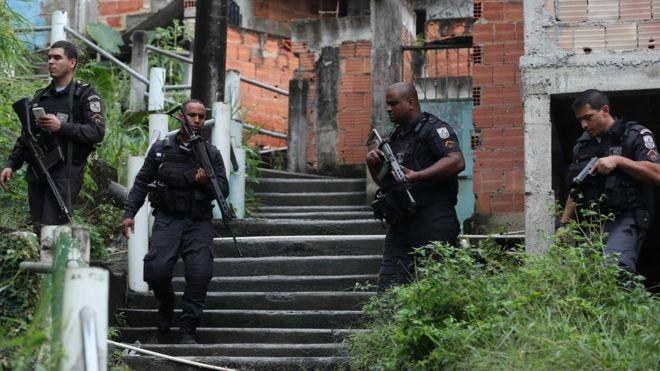 Número de tiroteios no Rio de Janeiro aumentou após intervenção federal comandada por militares (Foto: EPA via BBC News Brasil)