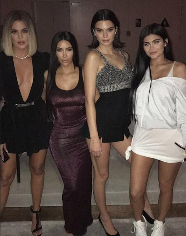 Kim Kardashian em meio às suas irmãs Khloé Kardashian, Kendall Jenner e Kylie Jenner (Foto: Snapchat)
