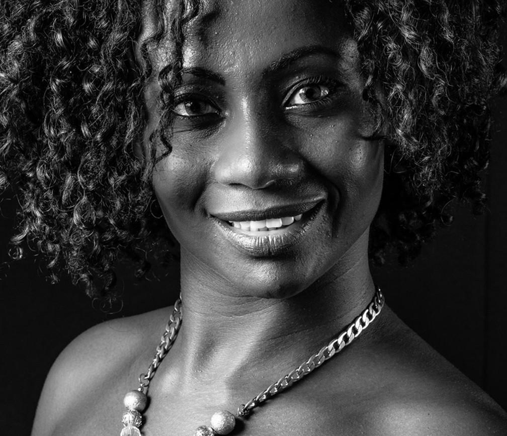 Na pesquisa do IBGE, entrevistado é quem declara com qual cor ou raça se identifica. Na foto, modelo que participou da exposição Mulheres em Negro e Branco'. (Foto: Gilson Lorenti/ Divulgação)