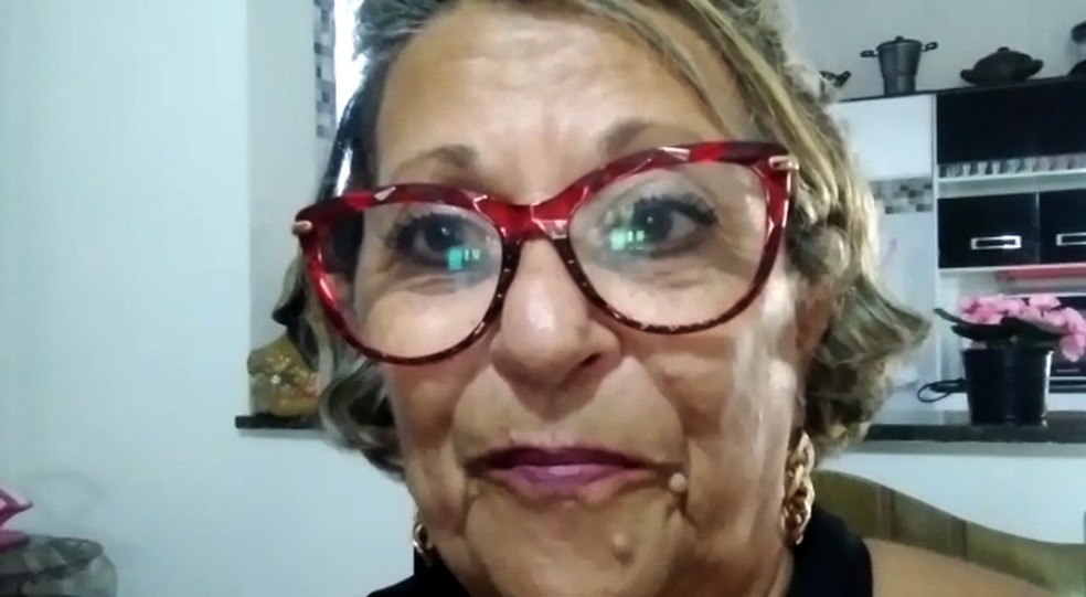 Marly dos Santos, de 68 anos, comemora encerramento da vacinação em massa contra Covid-19 em Serrana (SP) — Foto: Marly dos Santos/Acervo pessoal