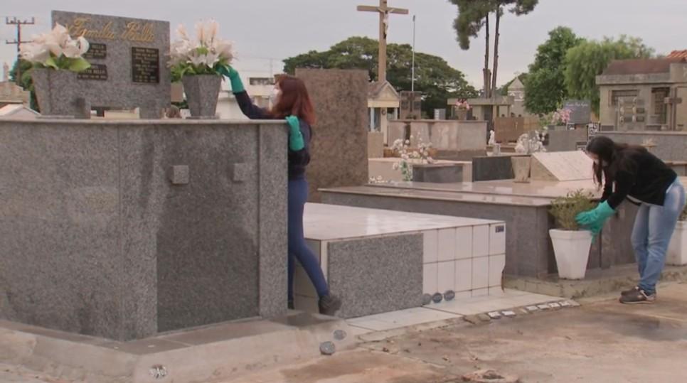 Prefeitura faz limpeza e abre Cemitério de Assis para visitação no Dia das Mães