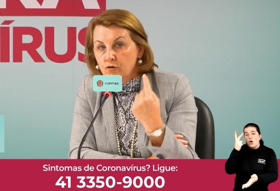 Márcia Huçulak, secretária de Saúde de Curitiba, em transmissão ao vivo que é realizada diariamente — Foto: Reprodução/Facebook
