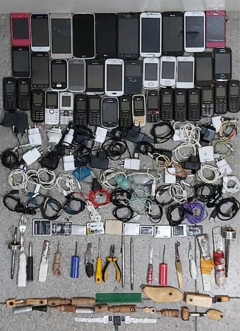 Operação na penitenciária de Petrolina encontra drogas e celulares nas celas - Notícias - Plantão Diário