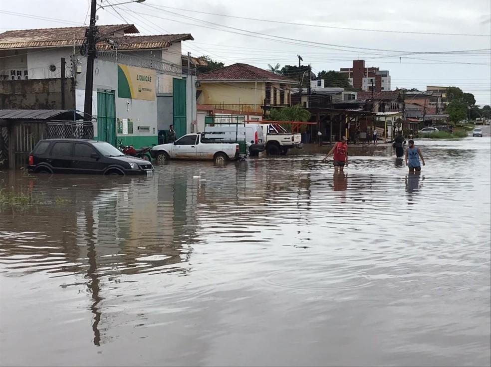 Alagamento em Macapá  — Foto: Joy Silva/Rede Amazônica