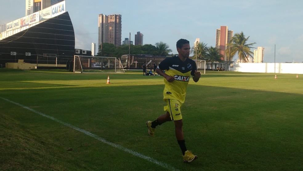 Fabinho realiza trabalho de transição no ABC (Foto: Leonardo Erys/GloboEsporte.com)