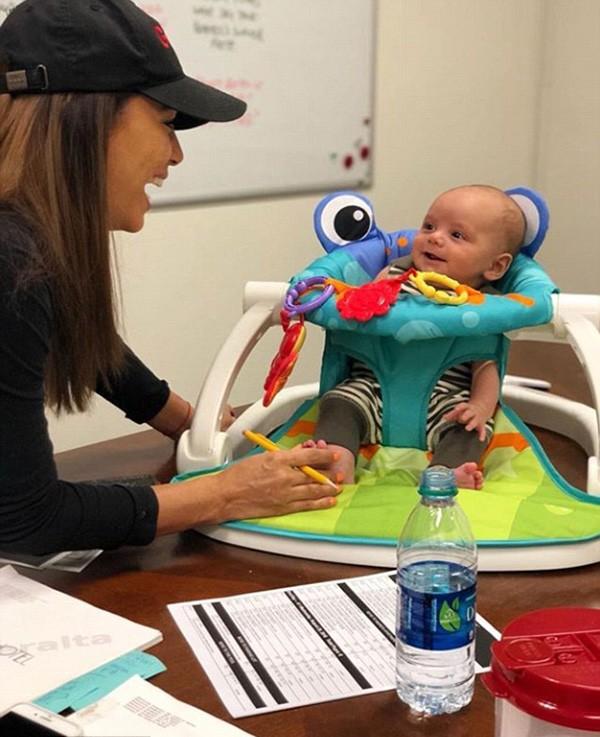Eva Longoria e o filho Santiago (Foto: Instagram)