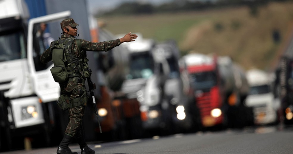 Governo prometeu redução de R$ 0,46 no valor do diesel para encerrar greve dos caminhoneiros (Foto: Reuters)
