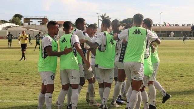 Azulinos comemoram gol de Gedoz