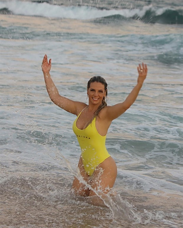 Carla Perez em clima de verão na Bahia (Foto: Reprodução/Instagram)