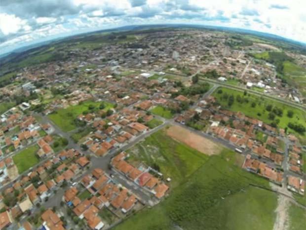 Foto área de Cjuru, SP, registrada com 'drone caipira' (Foto: Luciano Semeão)