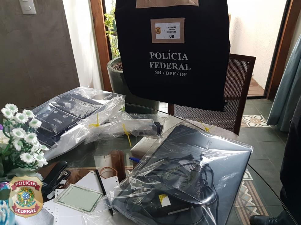 Computadores apreendidos em operação da PF nesta quinta  — Foto: Divulgação/PF e Receita Federal