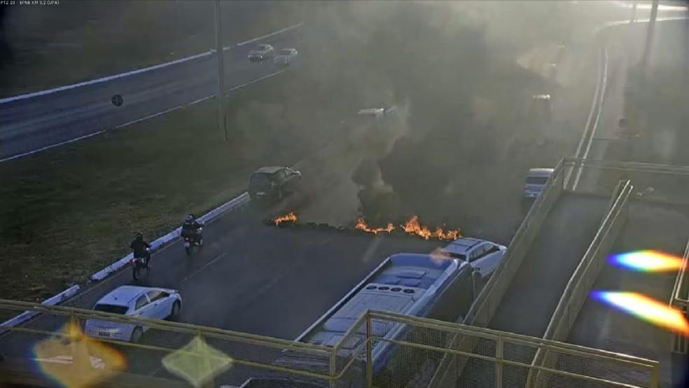 Manifestação na EPNB, no Distrito Federal.  Foto: TV Globo/Reprodução