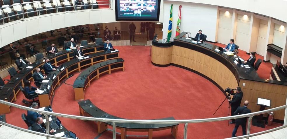 Deputados e desembargadores definem roteiro do processo de impeachment em SC — Foto: Júlio Ettore/NSC TV