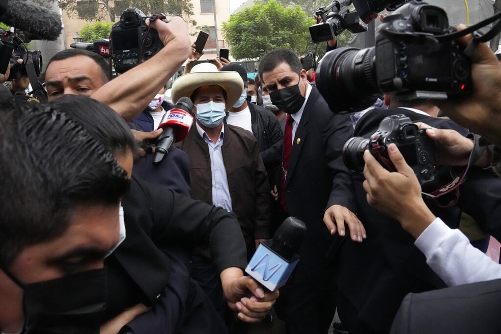 Pedro Castillo, presidente eleito do Peru, em foto de 15 de junho, enquanto ainda aguardava a decisão da Justiça — Foto: Martin Mejia/Arquivo/AP Photo
