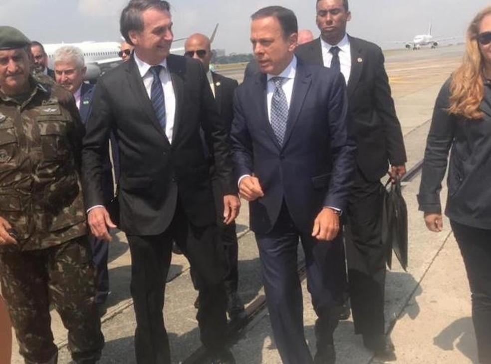 Bolsonaro e Joao Doria nesta quarta-feira (27) no Aeroporto de Congonhas — Foto: Divulgação/Governo de SP