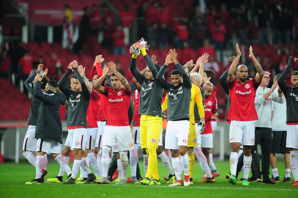 Grupo do Inter após vitória contra o Flamengo  (Foto: Wesley Santos / Agência PressDigital)