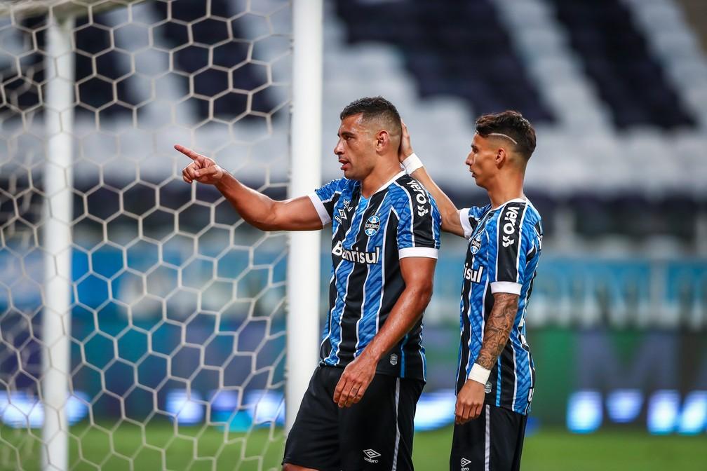 Diego Souza comemora gol do Grêmio contra o São Paulo na semifinal da Copa do Brasil — Foto: Lucas Uebel/DVG/Grêmio