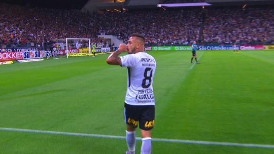 Gol do Corinthians! Maycon chuta de fora da área e acerta no angulo aos 44 do 1º tempo
