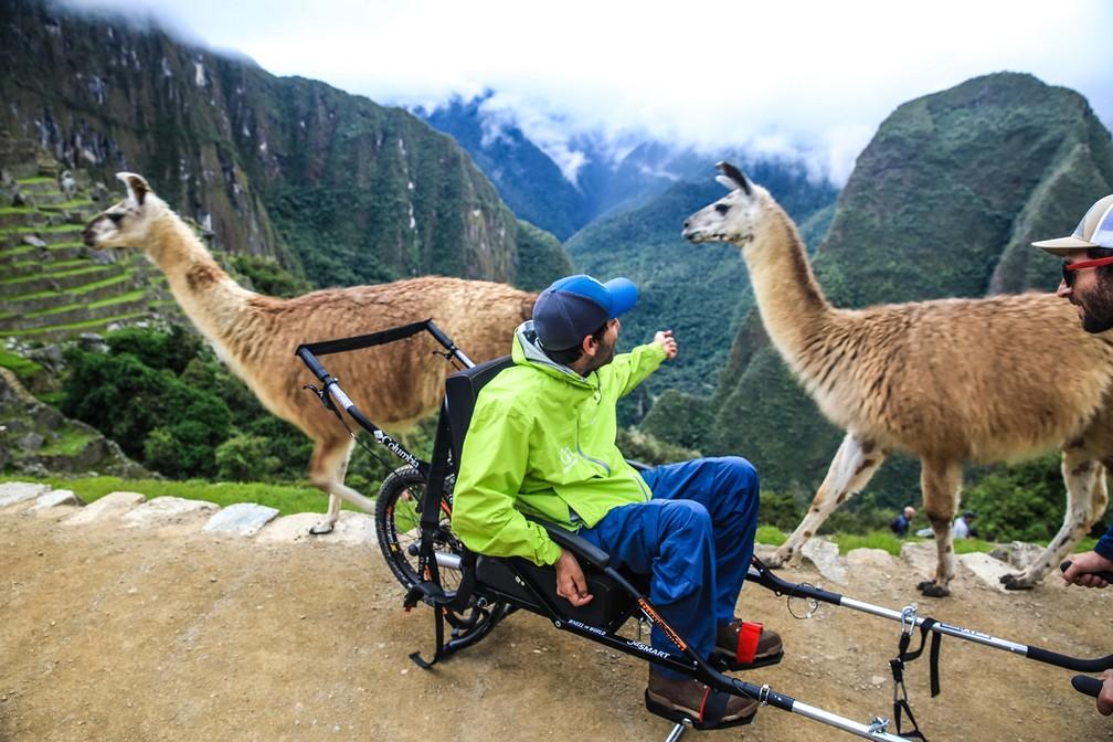 Viagem a Machu Picchu, por ser no topo de uma montanha, se torna difícil para cadeirantes — Foto: Wheel the World/Reprodução