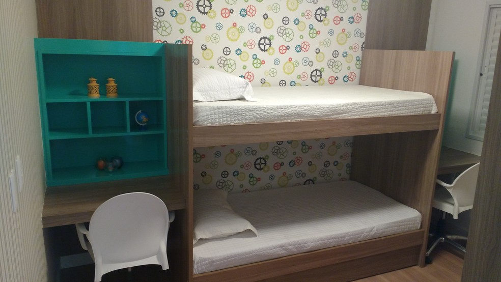 Papel de parede com estampa geométrica é tendência na decoração para os quartos de crianças (Foto: Divulgação)