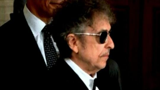 Depois de faltar na cerimônia oficial, Bob Dylan deve finalmente receber Prêmio Nobel
