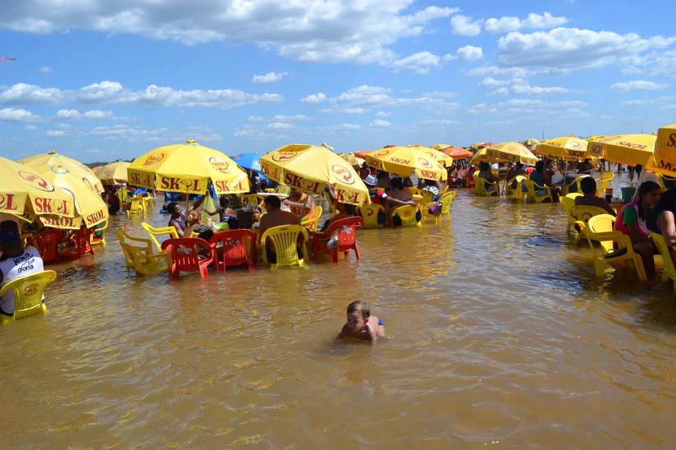 Praia do Tucunaré refresca visitantes no verão amazônico. — Foto: Evandro Correa/ O Liberal