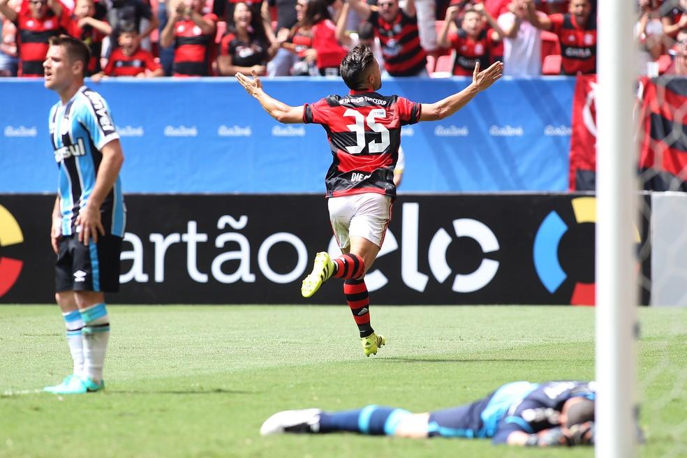 Diego estreou pelo Flamengo com gol no Mané Garrincha  — Foto: Gilvan de Souza / Flamengo