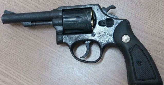Após denúncia, homem é detido com arma de fogo em Rolim de Moura