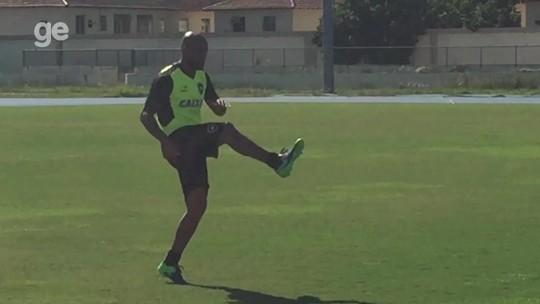 Maicon começa a treinar no Botafogo e deve ser reforço para o Brasileiro