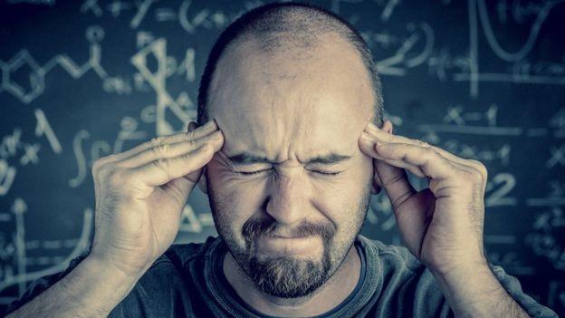 Cobrança interna constante pode levar a problemas de saúde física e mental (Foto: Getty Images via BBC News Brasil)