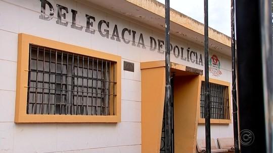 Polícia cumpre mandado em casa de professor suspeito de enviar mensagens sexuais para aluna