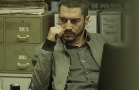 Na quinta (8), Camilo (Lee Taylor) prenderá o namorado de Jardel acreditando que o mordomo tenha sido assassinado  Reprodução