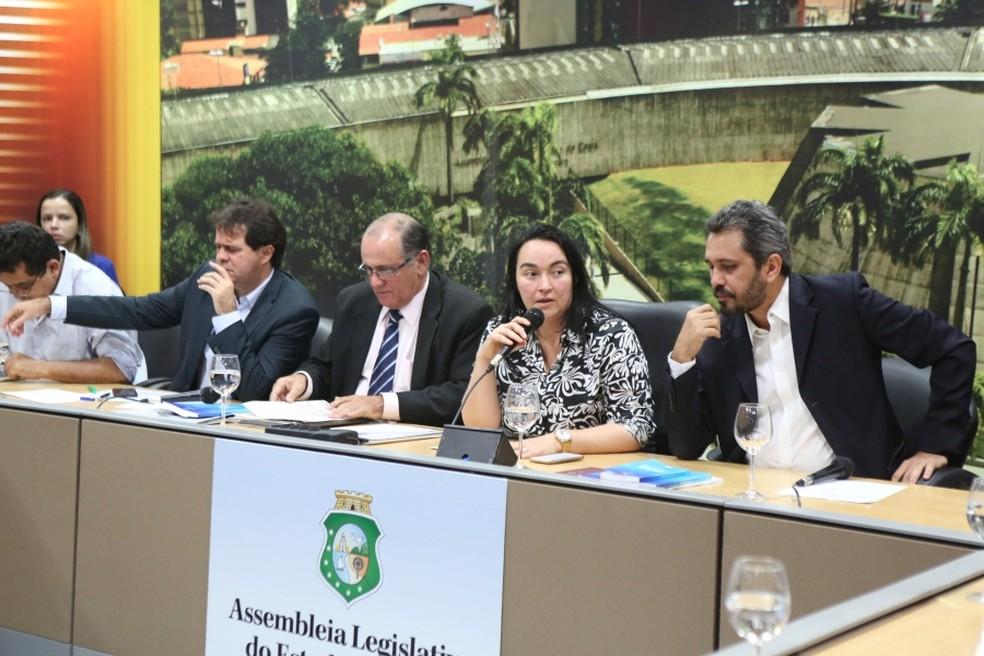 CCJR aprova PEC que extingue Tribunal de Contas dos Municípios do Ceará (Foto: Marcos Mouro/Assembleia Legislativa)