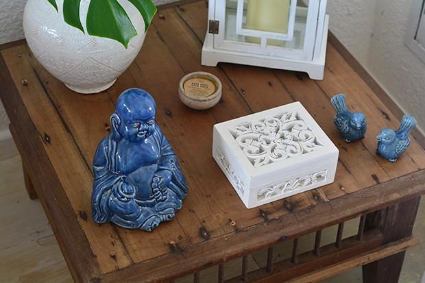 Pitadas da cor da paz no Buda e nos pequenos pássaros  (Foto: Divulgação)