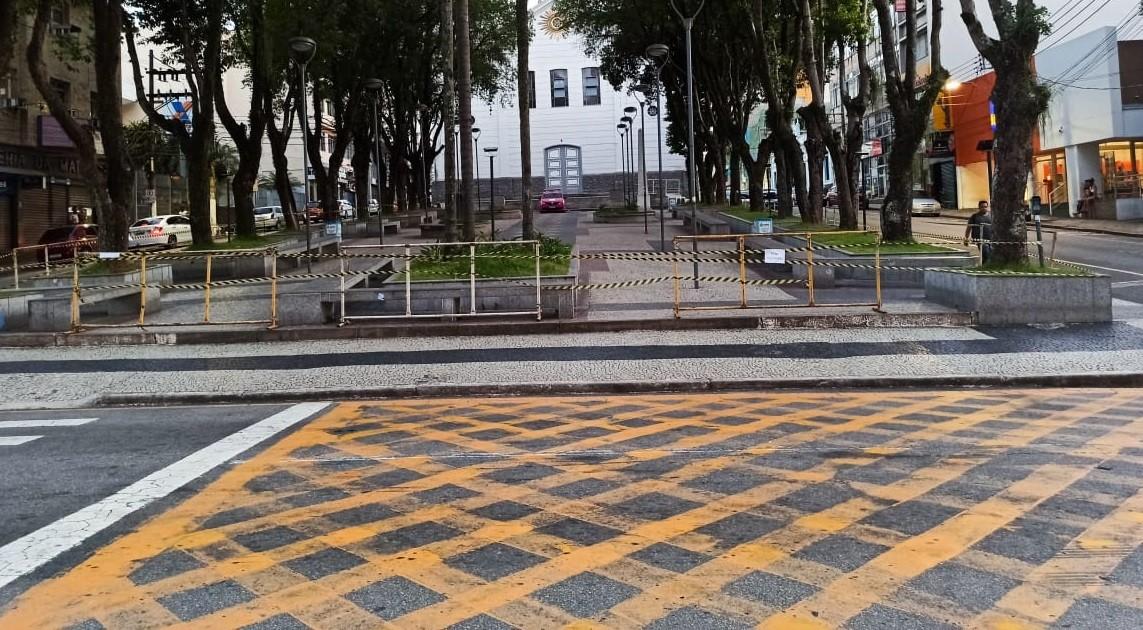 Praça da Matriz é interditada para evitar propagação do novo coronavírus em Barra Mansa