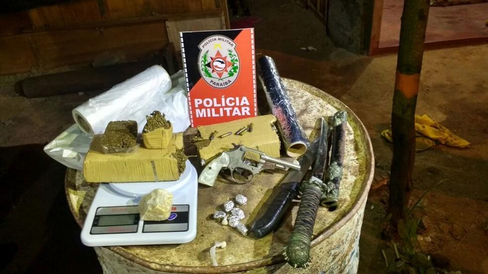 Armas e drogas foram apreendidas pela Polícia Militar durante 23ª edição da Operação Impacto (Foto: Wagner Varela/Polícia Militar da Paraíba)