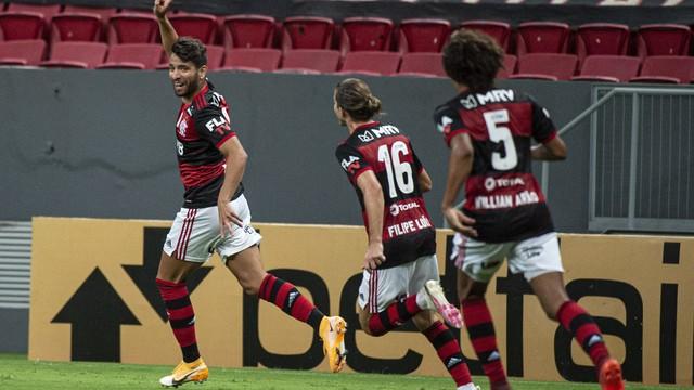 Pepê comemora o segundo gol do Flamengo diante do Palmeiras